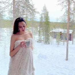 หยาดทิพย์ ช็อตซี๊ดกระแทกตา! นุ่งผ้าห่มท้าหิมะ มันหนาวมากๆ เลยค่ะซิสสสส